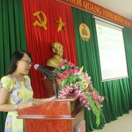 ThS. Phan Huyền Trang đại diện bộ phận quản lý lớp báo cáo tổng kết lớp học