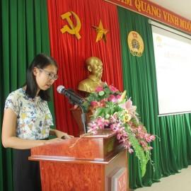 ThS.Mai Thị Phương Dung - Phó Trưởng phòng Bồi dưỡng cán bộ, công chức, viên chức Cơ sở Học viện công bố quyết định cấp chứng chỉ