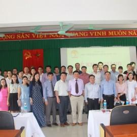 Đại biểu, Lãnh đạo, cán bộ Cơ sở Học viện cùng các học viên chụp ảnh lưu niệm tại lễ khai mạc
