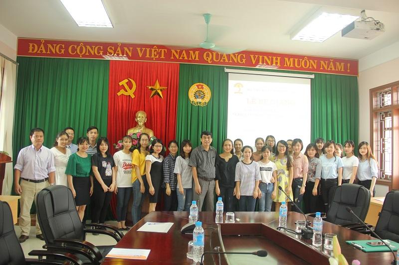 Lãnh đạo, cán bộ Cơ sở Học viện và các học viên chụp ảnh lưu niệm