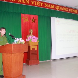 Thượng Tá Đào Xuân Hải - Phó Giám đốc Trung tâm Nghiên cứu ứng dụng và Đào tạo huấn luyện Phòng cháy chữa cháy và Cứu nạn cứu hộ tỉnh Thừa Thiên Huế phát biểu tại lớp tập huấn