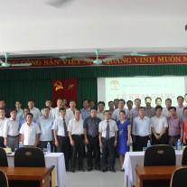 Lãnh đạo tỉnh Thừa Thiên Huế, Lãnh đạo Học viện Hành chính Quốc gia và cán bộ Cơ sở Học viện cùng các học viên chụp ảnh lưu niệm
