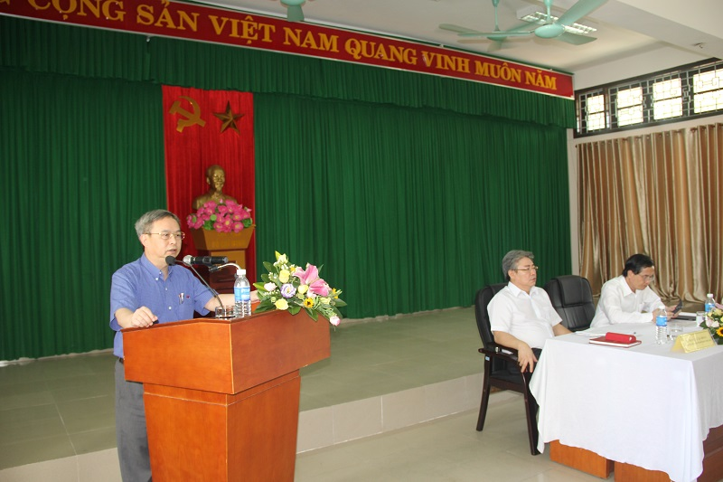 Đồng chí Nguyễn Quốc Khánh - Vụ trưởng Vụ Tổ chức cán bộ công bố Quyết định của Thủ tướng Chính phủ về việc bổ nhiệm Giám đốc Học viện Hành chính Quốc gia