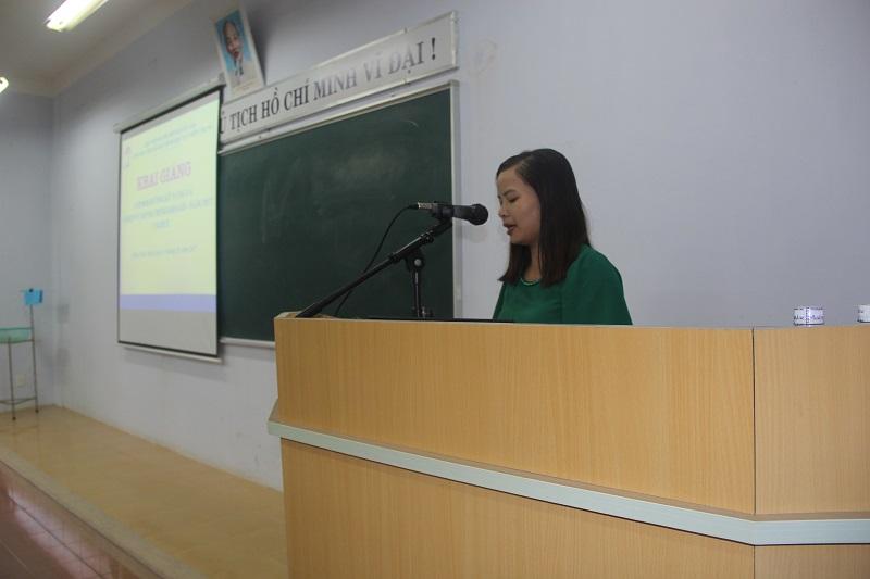 ThS.Nguyễn Thị Thủy - Phòng Bồi dưỡng cán bộ, công chức, viên chức Cơ sở Học viện công bố quyết định mở lớp