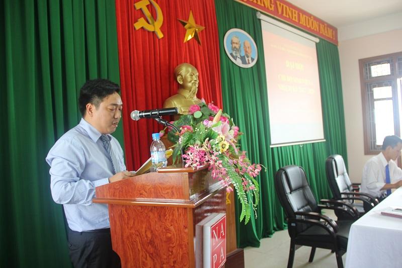 Đồng chí Lê Văn Lộc - Bí thư Chi bộ Sinh viên 4 nhiệm kỳ 2015 - 2017 trình bày Báo cáo kết quả hoạt động nhiệm kỳ 2015 – 2017 và mục tiêu, phương hướng nhiệm vụ nhiệm kỳ 2017 - 2020