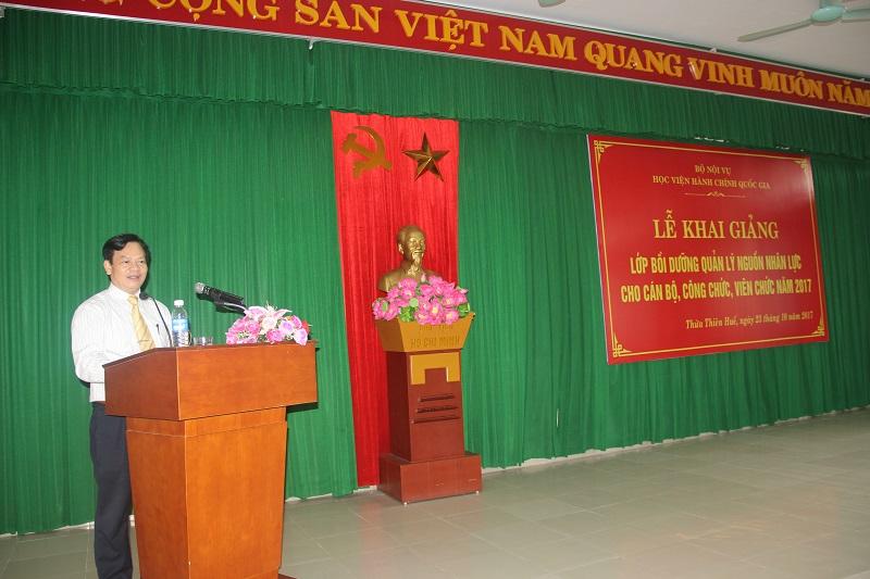 TS. Hoàng Quang Đạt - Phó Bí thư Đảng ủy, Trưởng Khoa Đào tạo bồi dưỡng công chức và tại chức Học viện Hành chính Quốc gia công bố quyết định mở lớp