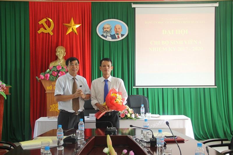 Bí thư Chi bộ Sinh viên 4 nhiệm kỳ 2017-2020 ra mắt Đại hội