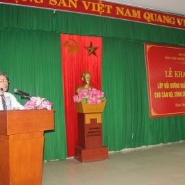 TS. Đặng Xuân Hoan - Bí thư Đảng ủy, Giám đốc Học viện Hành chính Quốc gia phát biểu khai giảng khóa học