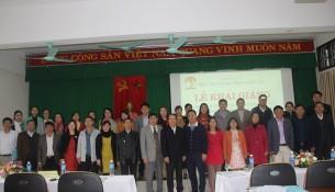 Đại biểu, Lãnh đạo, cán bộ giảng viên Cơ sở Học viện và các học viên chụp ảnh lưu niệm