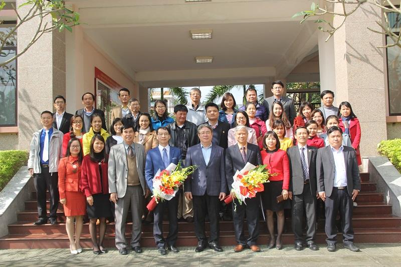 Ban Giám đốc Học viện Hành chính Quốc gia chụp ảnh lưu niệm cùng toàn thể cán bộ, giảng viên, người lao động Cơ sở Học viện