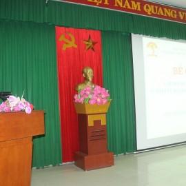 ThS.Nguyễn Thị Thủy - Phòng Bồi dưỡng cán bộ, công chức, viên chức Cơ sở Học viện công bố quyết định cấp chứng chỉ