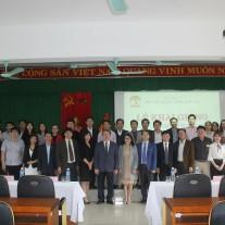 Lãnh đạo Học viện Hành chính Quốc gia cùng giảng viên, chuyên viên Cơ sở Học viện và các tân học viên chụp ảnh lưu niệm tại Lễ khai giảng