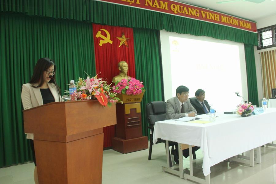 ThS.Trương Thùy Hương - Đại diện Phòng Tài vụ - Kế toán trình bày báo cáo về công tác tài chính của Cơ sở Học viện năm 2017