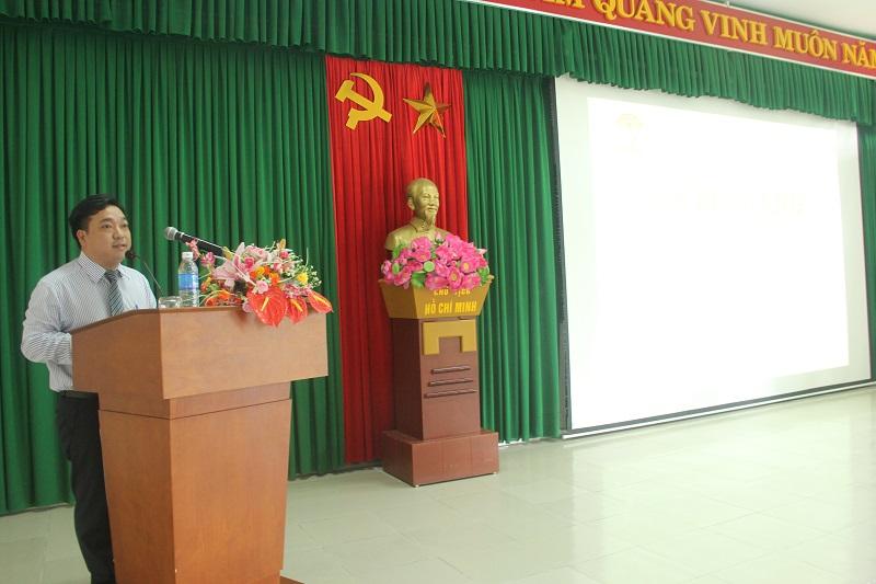 ThS.Lê Văn Lộc – Phó trưởng phòng, Phụ trách Phòng Đào tạo báo cáo kết quả học tập của lớp