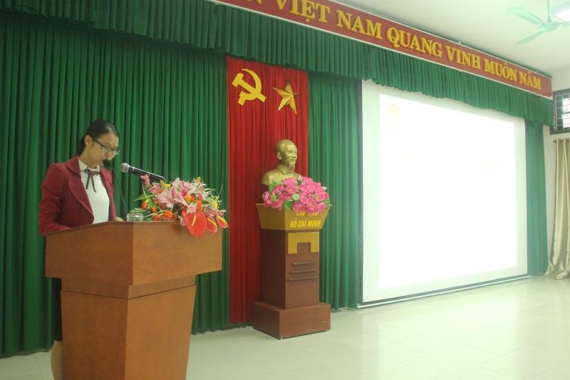 ThS.Mai Thị Phương Dung – Phó Trưởng phòng Bồi dưỡng Cán bộ, công chức, viên chức Phân viện Huế công bố các quyết định mở lớ