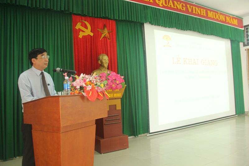 TS.Ngô Văn Trân – Phụ trách, điều hành Phân viện Học viện Hành chính Quốc gia tại thành phố Huế phát biểu khai giảng khóa học