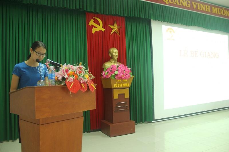 ThS.Mai Thị Phương Dung – Phó Trưởng phòng Quản lý đào tạo, bồi dưỡng Phân viện Huế báo cáo tổng kết khóa học