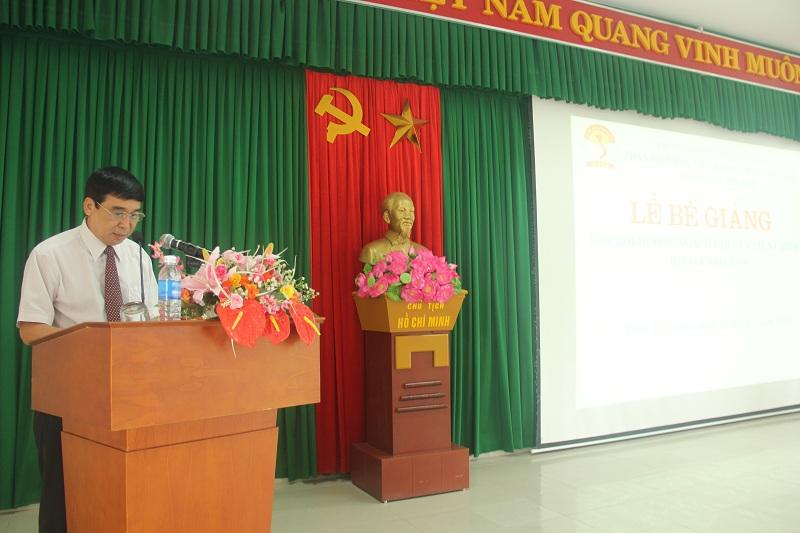 TS. Ngô Văn Trân – Phó Giám đốc thường trực Phân viện Huế phát biểu bế giảng lớp học