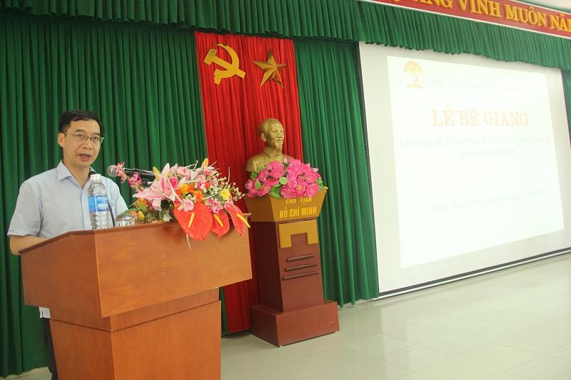 PGS.TS. Lương Thanh Cường - Phó Giám đốc Học viện Hành chính Quốc gia phát biểu bế giảng lớp học