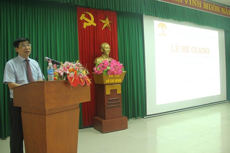 TS. Ngô Văn Trân – Phó Giám đốc thường trực Phân viện Huế phát biểu bế giảng khóa học