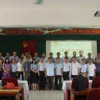 Lãnh đạo, đại biểu, giảng viên và học viên chụp ảnh lưu niệm
