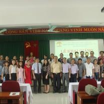 Lãnh đạo Phân viện và các học viên chụp ảnh lưu niệm