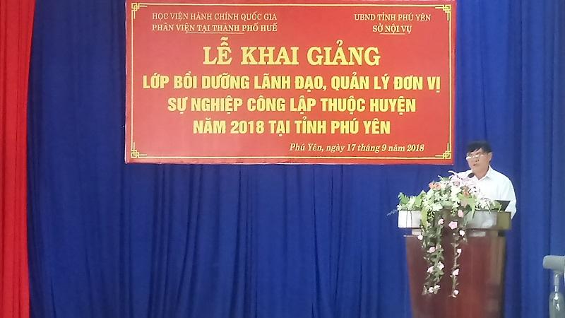 Đồng chí Phạm Văn Dũng - Phó Giám đốc Sở Nội vụ tỉnh Phú Yên phát biểu tại Lễ Khai giảng
