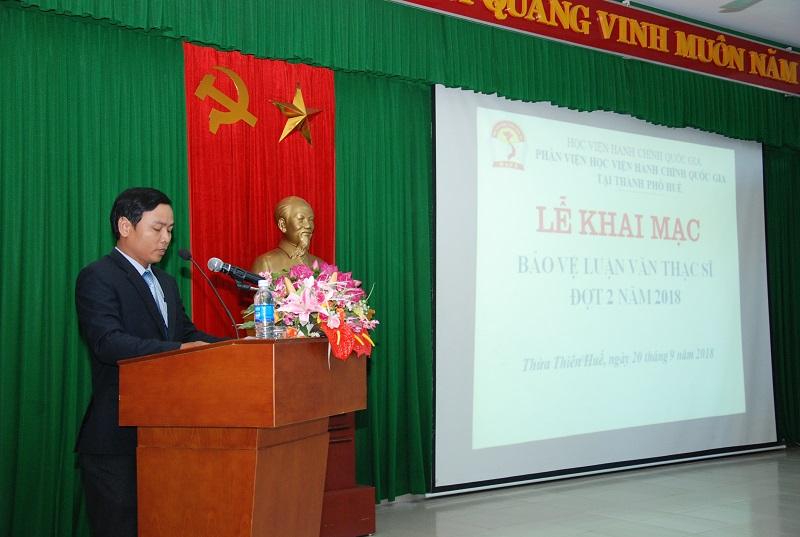 Đại diện học viên của các lớp cao học phát biểu tại buổi lễ