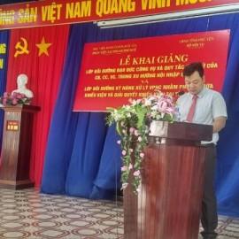 ThS. Hoàng Lê Hoài Bắc, Phòng Quản lý đào tạo, bồi dưỡng Phân viện Huế công bố các quyết định mở lớp