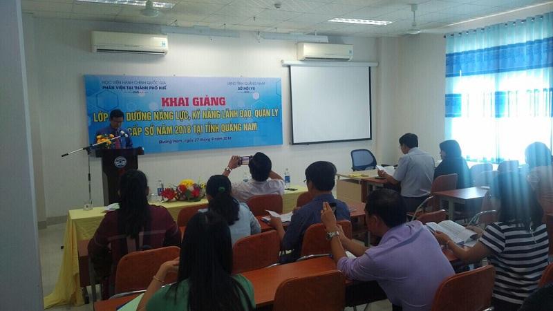 Đồng chí Trần Ngọc Hoà, Phó Giám đốc Sở Nội vụ tỉnh Quảng Nam phát biểu tại lễ Khai giảng