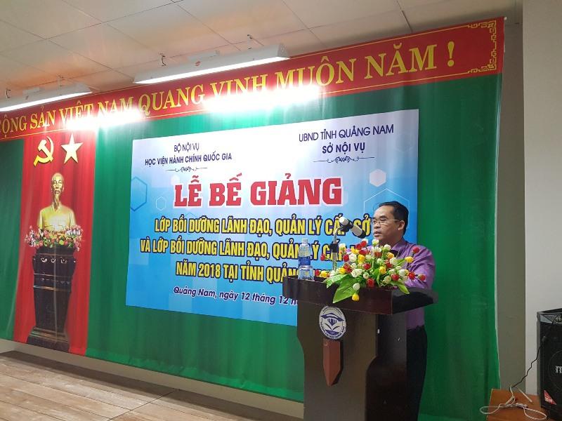 Đồng chí Trần Anh Tuấn, Tỉnh ủy viên, Giám đốc Sở Nội vụ tỉnh Quảng Nam phát biểu tại Lễ bế giảng