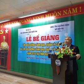 NGƯT.TS. Vũ Thanh Xuân, Phó Giám đốc Học viện Hành chính Quốc gia phát biểu bế giảng khóa học