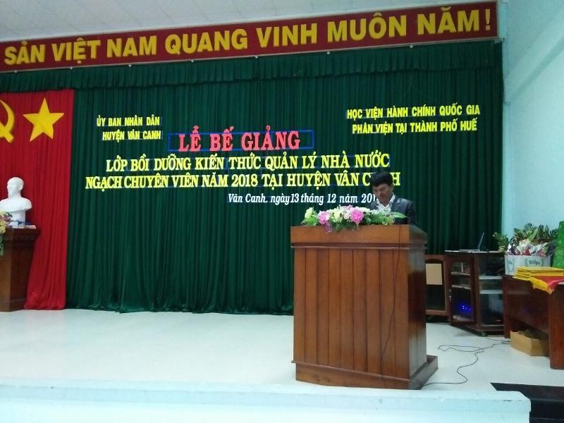 Đồng chí Trần Kim Vũ - Phó Bí thư, Chủ tịch Ủy ban nhân dân huyện Vân Canh phát biểu