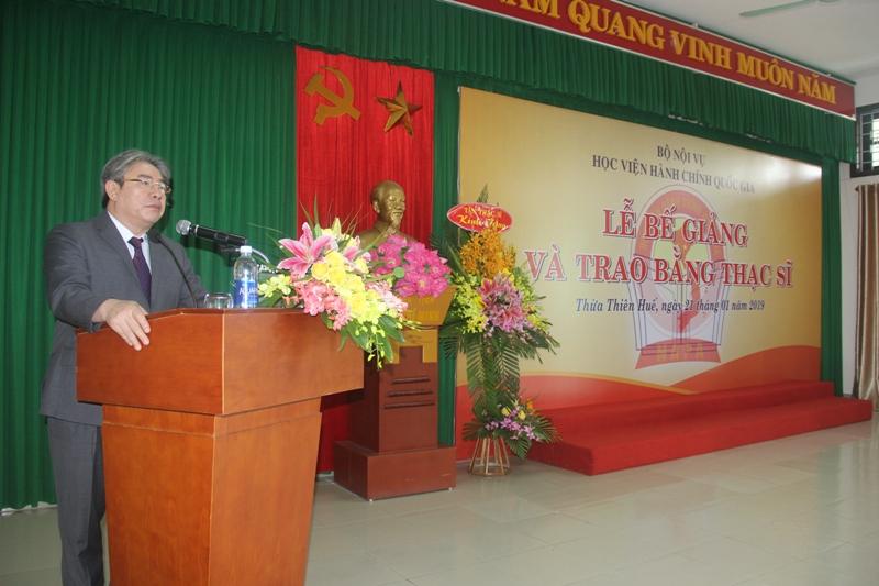 TS. Đặng Xuân Hoan, Bí thư Đảng ủy, Giám đốc Học viện Hành chính Quốc gia phát biểu tại Lễ bế giảng và trao bằng thạc sỹ