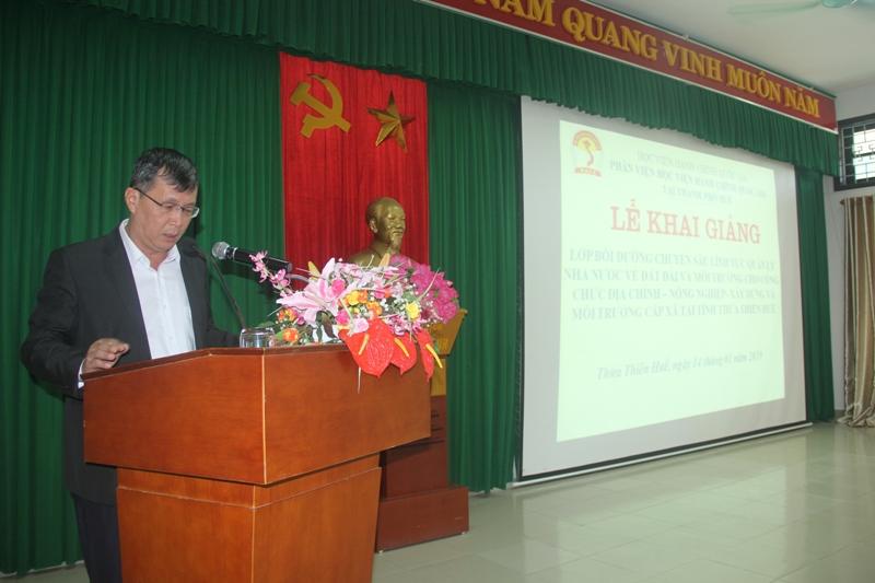 Đồng chí Phan Lương, Phó Giám đốc Sở Nội vụ tỉnh Thừa Thiên Huế phát biểu khai giảng khóa học