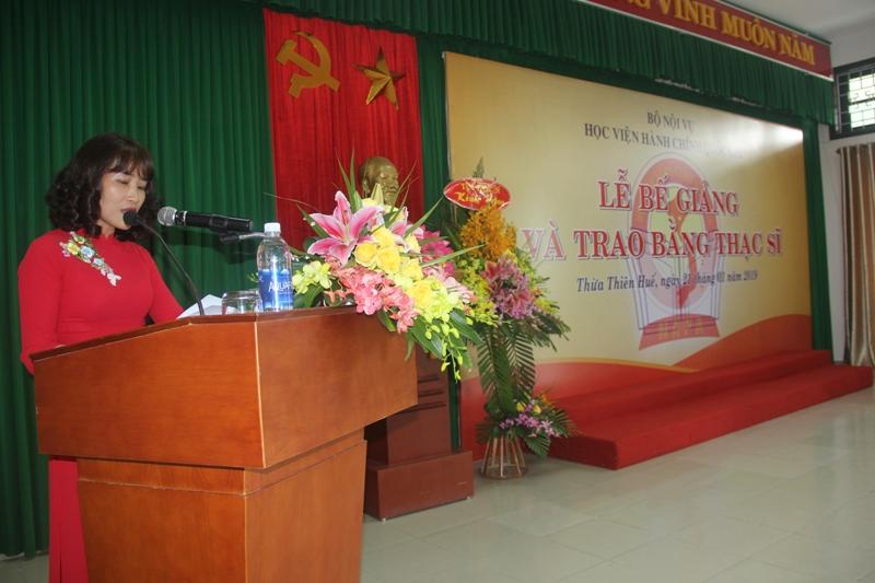 PGS.TS. Hoàng Mai, Trưởng Ban quản lý đào tạo Sau Đại học Học viện Hành chính Quốc gia công bố các Quyết định cấp bằng thạc sỹ