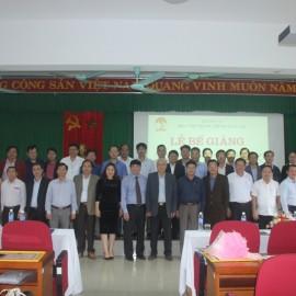 Đại biểu, lãnh đạo, cán bộ và giảng viên Phân viện Huế cùng các học viên chụp ảnh lưu niệm