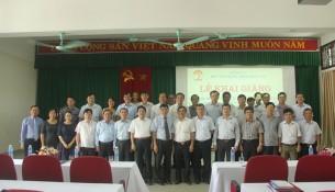 Lãnh đạo, đại biểu và các học viên chụp ảnh lưu niệm