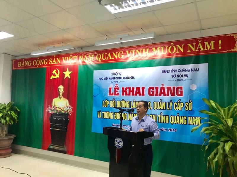 Đồng chí Trần Anh Tuấn, Giám đốc Sở Nội vụ tỉnh Quảng Nam phát biểu tại Lễ khai giảng