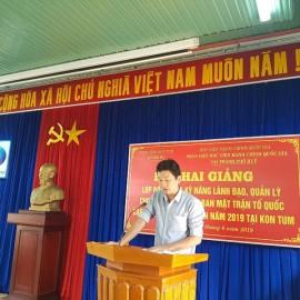 Đồng chí Võ Trường Giang, Phó Trưởng phòng công chức, viên chức Sở Nội vụ tỉnh Kon Tum phát biểu khai giảng khóa học