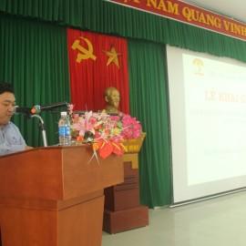 ThS. Lê Văn Lộc, Phó trưởng phòng Quản lý đào tạo, bồi dưỡng, Phân viện Huế công bố các quyết định mở lớp