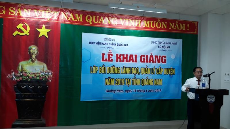 Đồng chí Trần Anh Tuấn, Giám đốc Sở Nội vụ, tỉnh Quảng Nam phát biểu khai giảng khóa học