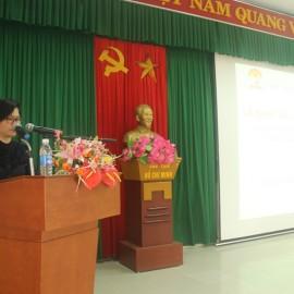 ThS. Phan Thị Thanh Hương, Phụ trách Phòng Quản lý Đào tạo và Phát triển nhân lực Hành chính công bố quyết định liên quan đến kỳ thi