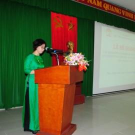 ThS. Trịnh Thị Phúc, Phó Trưởng phòng Tổ chức – Hành chính, Phân viện Huế công bố các Quyết định cấp Chứng chỉ, khen thưởng