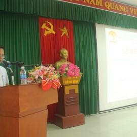 ThS. Lê Văn Mão, Phó trưởng Bộ môn Pháp luật Hành chính và Tổ chức công bố các quyết định cấp chứng chỉ