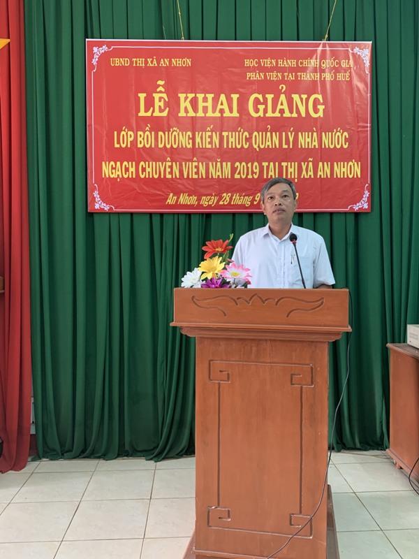 ông Đặng Vĩnh Sơn, Chủ tịch Ủy Ban Nhân dân thị xã An Nhơn tỉnh Bình Định phát biểu khai giảng khóa học