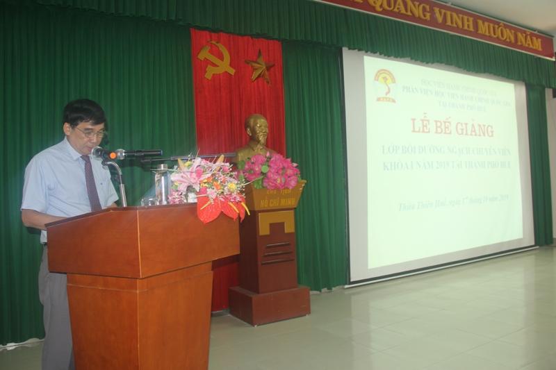 TS. Ngô Văn Trân, Phó Giám đốc Thường trực Phân viện Học viện Hành chính Quốc gia tại thành phố  Huế phát biểu bế giảng khóa học