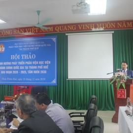 PGS.TS.Lương Thanh Cường, Phó Giám đốc Học viện Hành chính Quốc gia, Phụ trách Phân viện Huế, Chủ trì Hội thảo trình bày Báo cáo đề dẫn