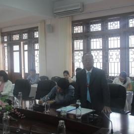 Ông Phan Công Tuyên, Nguyên Ủy viên Thường vụ Tỉnh ủy, Nguyên Trưởng Ban Tuyên giáo Tỉnh ủy tỉnh Thừa Thiên Huế Báo cáo tham luận tại Hội thảo