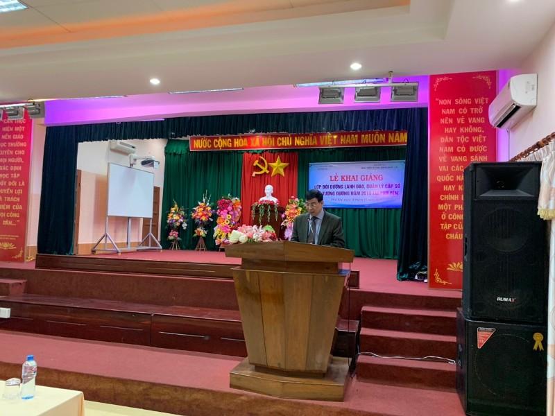 TS. Ngô Văn Trân, Phó Giám đốc Thường trực Phân viện Học viện Hành chính Quốc gia tại thành phố Huế phát biểu Khai giảng khóa học
